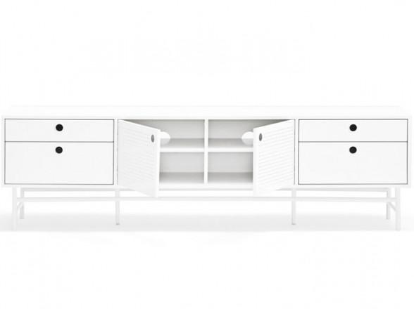 Mesa y taburetes altos de acero en oferta