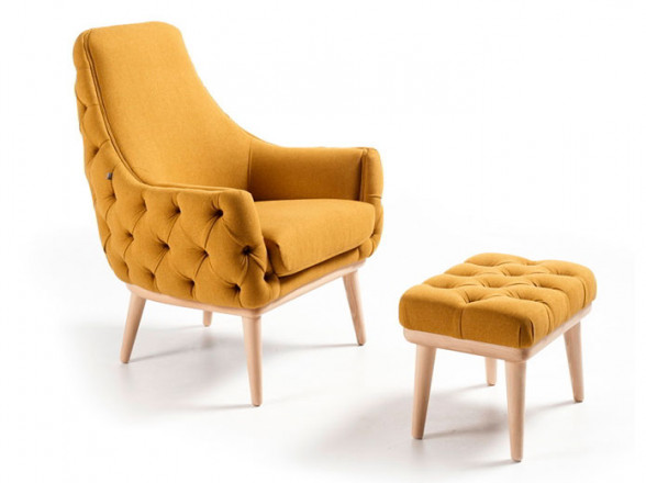 Mesa de madera castaño macizo