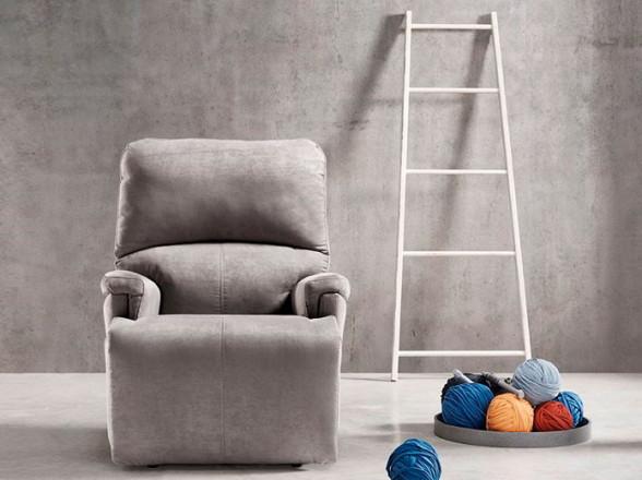 Conjunto de mesa y sillas altas