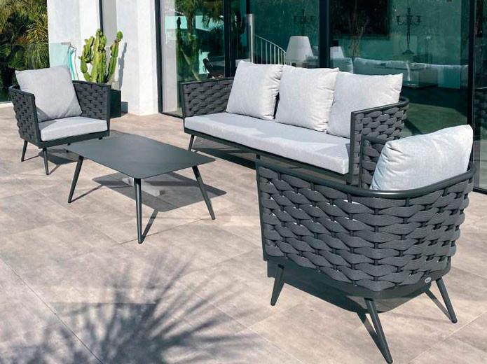 Conjunto silla tapizada y mesa redonda extensible