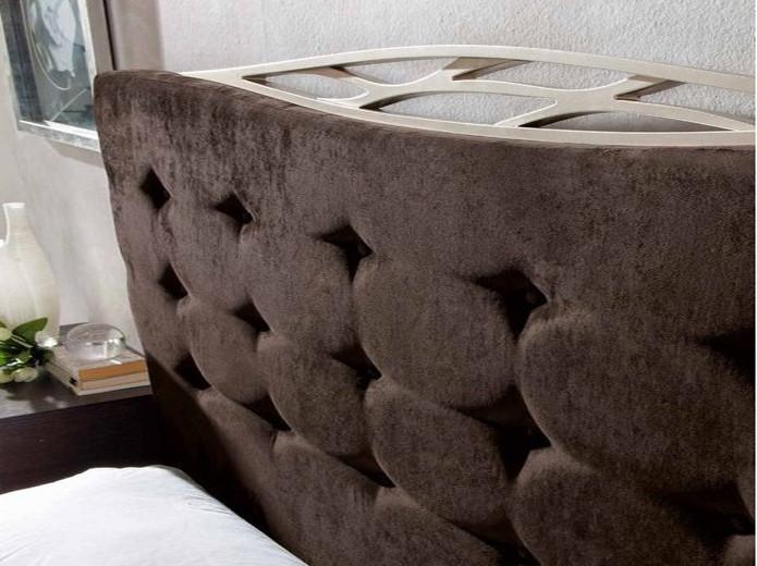 Mesa redonda de madera fija