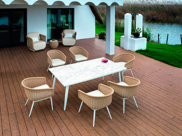 Mesa rectangular de madera color nogal