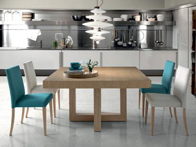 Conjunto de mesas y sillas, butacas, taburetes y banquetas de Almosa en Móstoles, Madrid