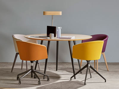 Conjunto de mesas y sillas, butacas, taburetes y banquetas de Capdell en Móstoles, Madrid